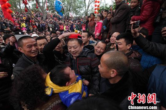 30万人a美女结缘广汉保保节美女助阵见证共享私家庭处看图片