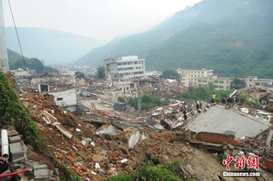云南鲁甸地震24小时 近400人逝去 全国紧急驰援图片