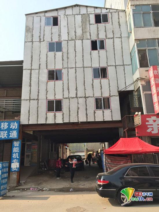 郑州 记者扮农民工卧底城中村建房 夜里偷施工一周建一栋高清图片