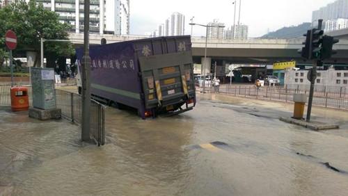 香港一地下 a href http search.xinmin.cn q 水管爆裂 target