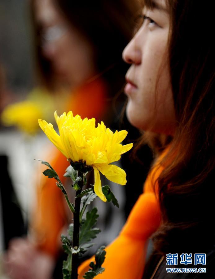辽宁/4月3日,市民在辽宁沈阳抗美援朝烈士陵园缅怀先烈。