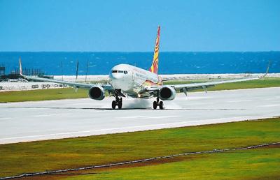 增强南沙岛礁公益服务能力 中国南沙两机场试飞成功图片
