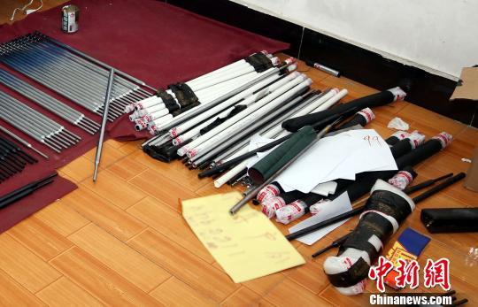 武汉警方破获重大网络贩枪案 收缴枪管3000余根
