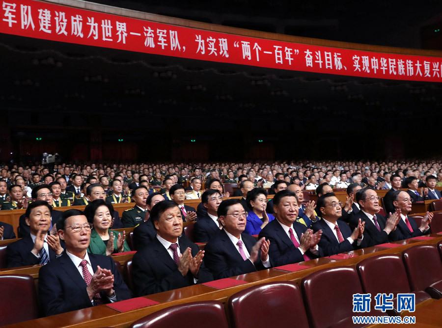 7月28日,慶祝中國人民解放軍建軍90周年文藝晚會《在黨的旗幟下》在北京人民大會堂舉行。中共中央總書記、國家主席、中央軍委主席習近平和李克強、張德江、俞正聲、劉雲山、王岐山、張高麗等黨和國家領導人,與首都3000多名各界群眾一起觀看演出。新華社記者 馬占成 攝