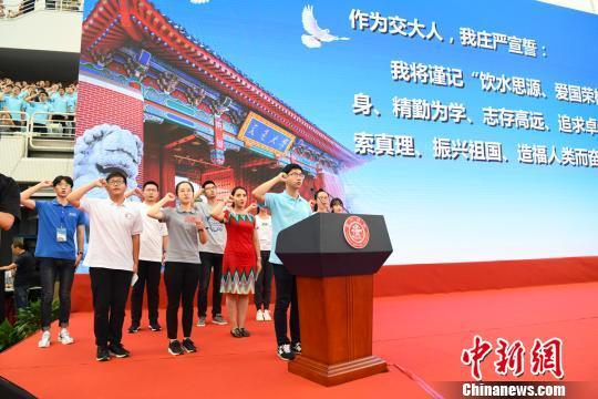 上海交大教师节重奖一线教师 最高个人奖15万