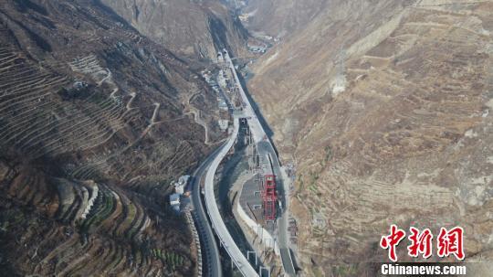 橋隧比高達86%四川藏區汶馬高速年內通車100公裡
