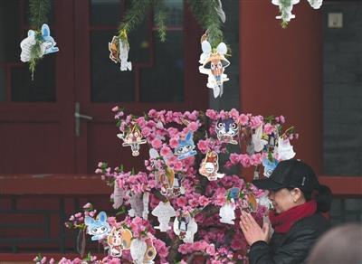 清明首日北京67万人出行扫墓_部分墓园有免费代祭服务(组图