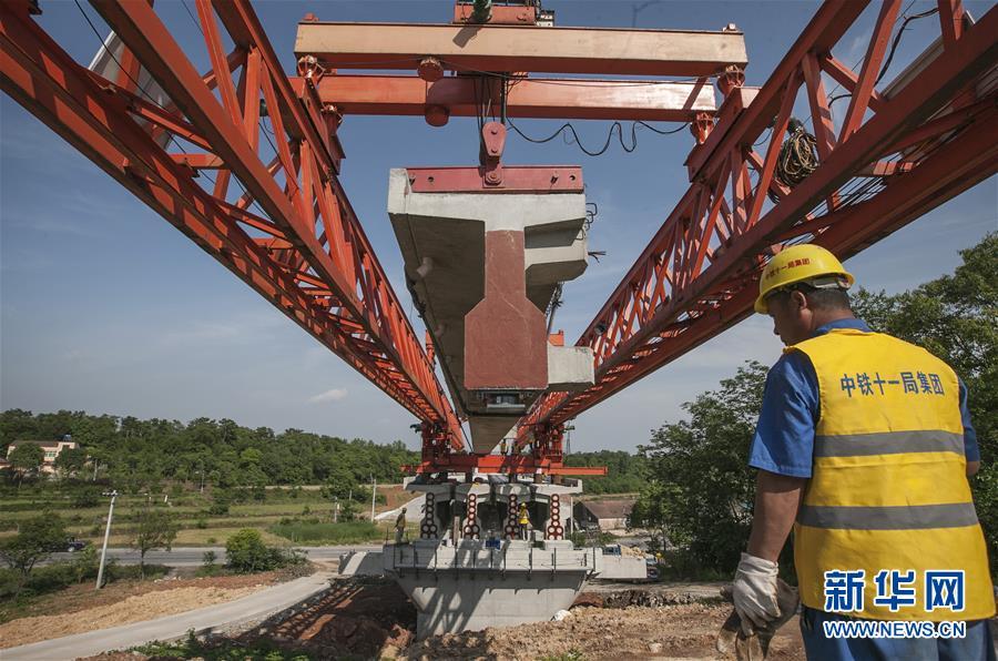 #(經濟)(2)蒙華鐵路湖北段架梁施工正酣