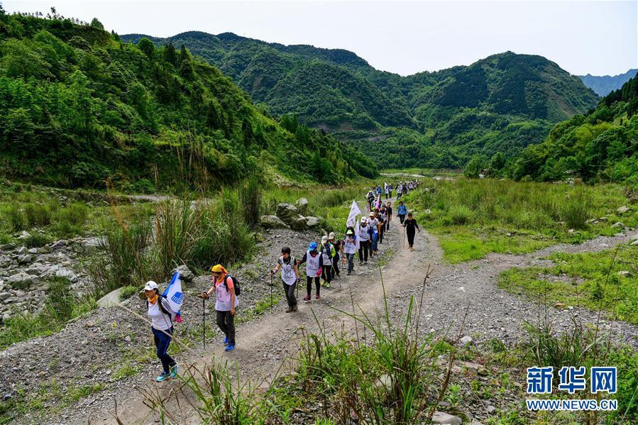 (新華網)徒步穿越紀念汶川地震十周年