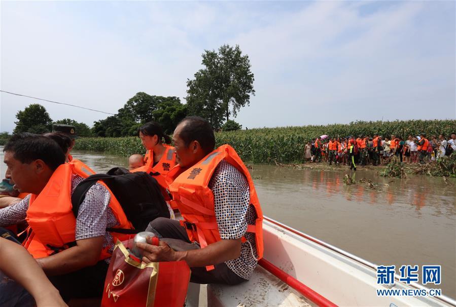 (社會)(1)四川遂寧:洪水來襲 緊急轉移被困村民