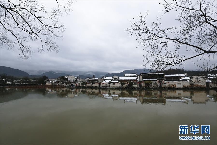 安徽黄山:雪落宏村