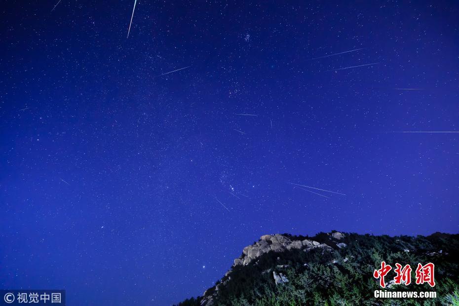 双子座流星雨达到高峰期 颗颗流星划破夜空