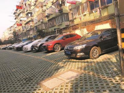 显示,2017年底,上海市注册机动车保有量390.