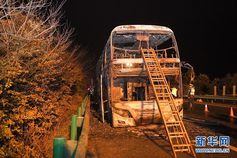 湖南常长高速客车起火事故 致26人死亡