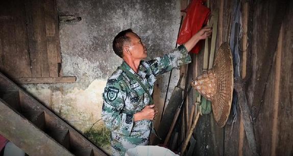 秒速快三[边疆党旗红]界碑下,老党员杨天才的35年坚守(