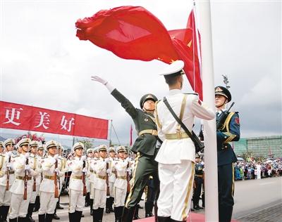 驻港部队军营开放日军民互动乐融融(图)