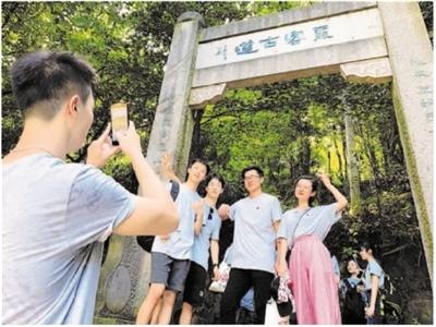 """走""""霞客""""路 寻文化根 港澳台学子研学金华山(图)"""