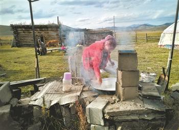 哈萨克族牧民的生命大迁徙(图)