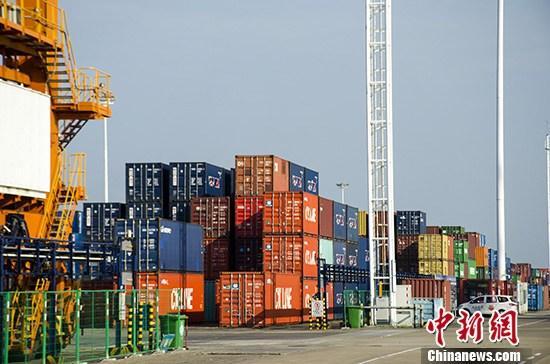 海关总署:2019年中国贸易顺差2.92万亿元 扩大25.4%