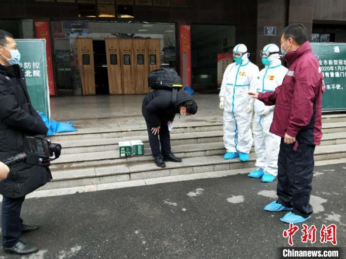 浙江支援荆门医疗队治愈的首位危重病人:谢谢你们让我重生(图)