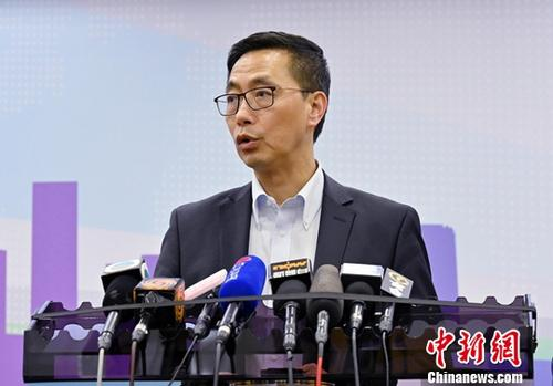 """香港教育局局长:教师言行影响社会价值观 揪出""""害群之马"""""""