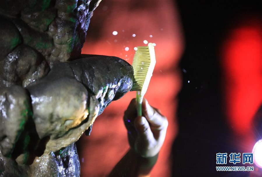 湖南张家界:钟乳石清洁工-中工新闻-中工网